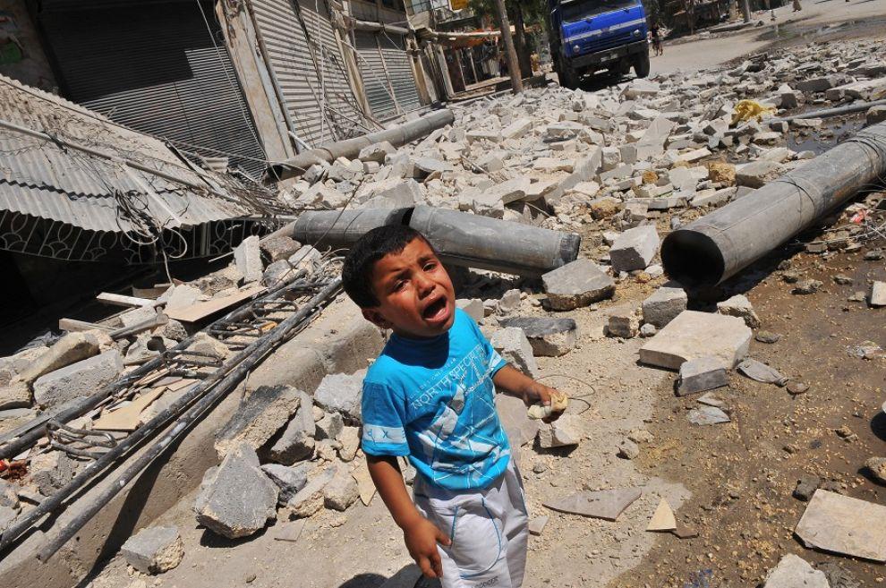 siria bambino piange