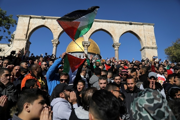 """Worshippers chant as they wave Palestinian flags after Friday prayers on the compound known to Muslims as Noble Sanctuary and to Jews as Temple Mount in Jerusalem's Old City, as Palestinians call for a """"day of rage"""" in response to U.S. President Donald Trump's recognition of Jerusalem as Israel's capital December 8, 2017. REUTERS/Ammar Awad"""
