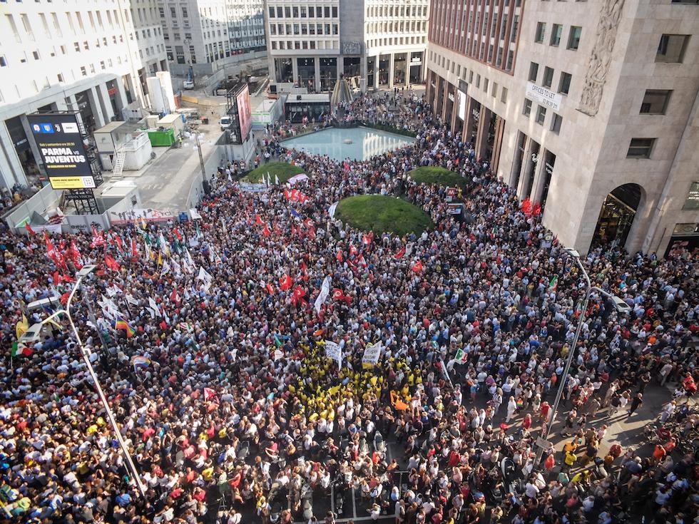 La manifestazione contro il razzismo in piazza San Babila, Milano, 28 agosto 2018   (LaPresse - Matteo Corner)