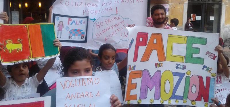 Manifestazione stranieri a Lodi per scuola