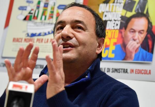 Mimmo Lucano durante una conferenza stampa per presentare la conclusione della campagna di raccolta firme per candidare il Comune di Riace al Premio Nobel per la pace 2019, Roma, 30 gennaio 2019.   ANSA/ETTORE FERRARI