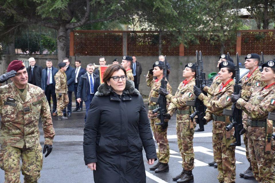 Il-Ministro-della-Difesa-visita-la-caserma-Sommaruga-di-Catania-3
