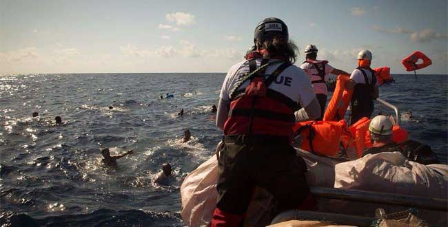 Migranti-in-mare-Naufragio-Foto-Maud-Veith-SOS-Mediterranee-650x330