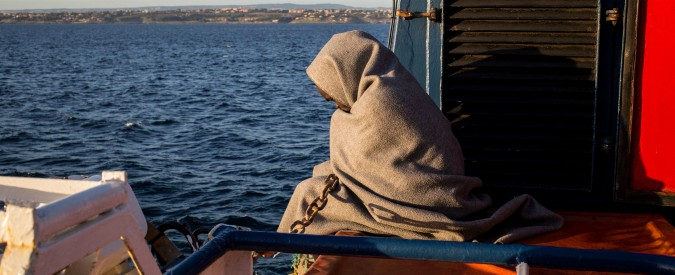 A migrant wrapped in a blanked waits on the deck of the Sea Watch 3 NGO vessel on January 31, 2019 off southeastern Sicily coats, as the ship sails towards Catania to disembark the 47 migrants onboard. - 47 rescued migrants aboard the Sea Watch NGO vessel were expected to disembark in Catania after Italy and France, Germany, Malta, Portugal, Romania and Luxembourg agreed to take them in. The fate of the migrants has been at the centre of a standoff between Italy's far-right Deputy Prime Minister Matteo Salvini -- who has closed the ports to migrants and demanded Europe take its share -- and the German NGO Sea Watch. (Photo by FEDERICO SCOPPA / AFP)