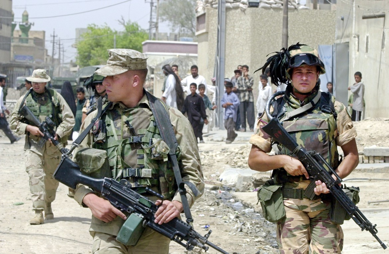 12est3-soldato-italia-iraq-foto-archivio-ap-7