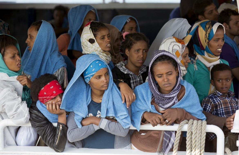 12est1-migranti-donne-lapresse