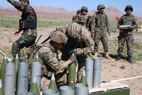 epa07542557 US soldiers attend a training session for the Afghan Army in Herat, Afghanistan, 02 May 2019. The 12,000 NATO-led troops in the country have a mainly training and backup role in the context of operation Resolute Support, since the withdrawal of foreign combat troops in 2014.  EPA/JALIL REZAYEE