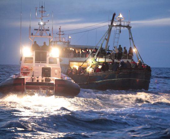 """""""Gettati in mare per placare le onde"""". Sacrifici umani sulla barca maledetta"""