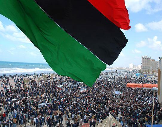 """Libia in fiamme, bombe sulla folla: 250 morti. Gheddafi, discorso flash in tv: """"Sono a Tripoli"""""""