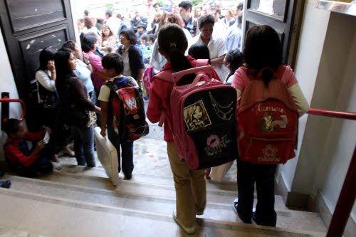 La scuola riparte tra le proteste