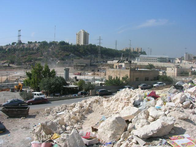 Gerusalemme, violenti scontri nel campo profughi di Shu'fat