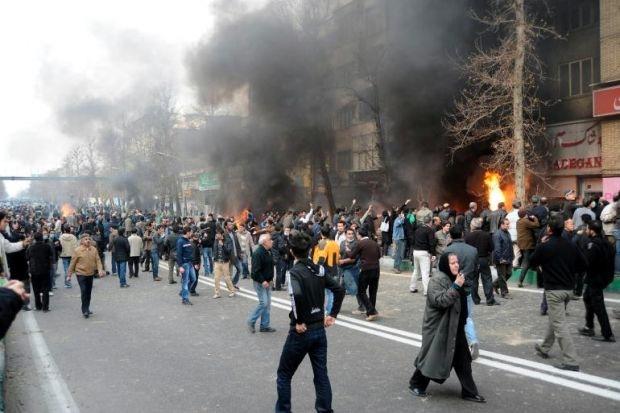 Anche l'Iran contagiato dalla rivolta