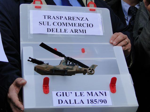 """Basi e depositi di bombe. Italia """"ripostiglio nucleare"""""""