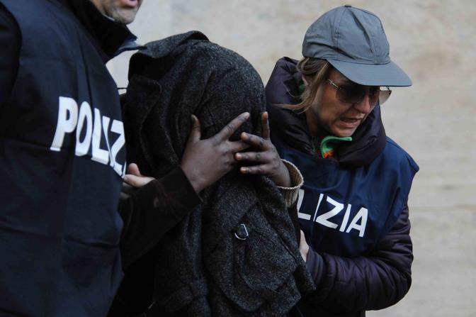 Tratta di esseri umani e prostituzione. Sette arresti a Napoli