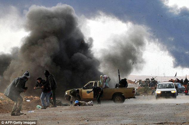 Bombardare la Libia: decisione insensata che nasconde altri interessi