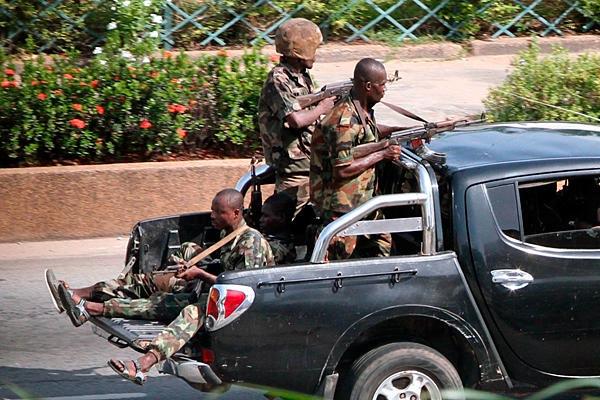 """Abidjan: cessate il fuoco e negoziati per """"resa"""" Gbagbo"""
