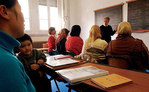 """Test di italiano obbligatorio da domani, """"ma mancano i fondi ..."""