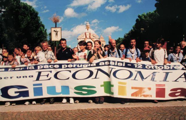L'economia uccide più delle bombe! La crisi vista dalla Perugia-Assisi, 14 anni fa