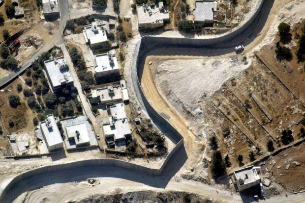 Cisgiordania: i coloni riprendono a costruire tra le proteste