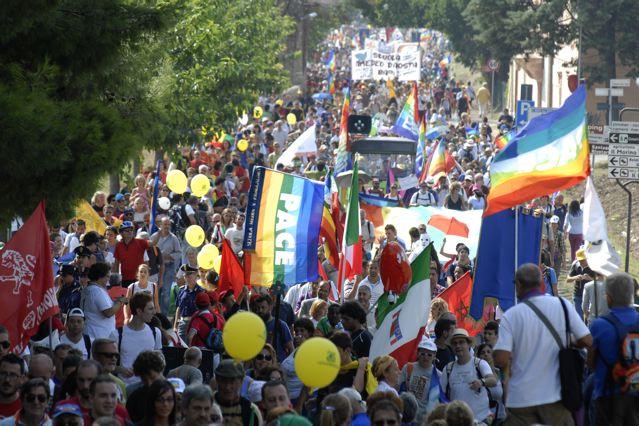Da Perugia ad Assisi 200mila in marcia per la pace