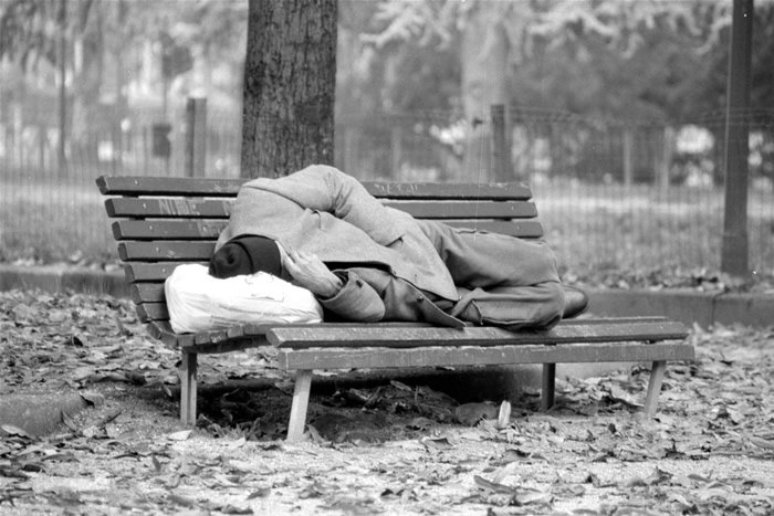Poveri e migranti ancora una volta nel mirino: è tempo di reagire!