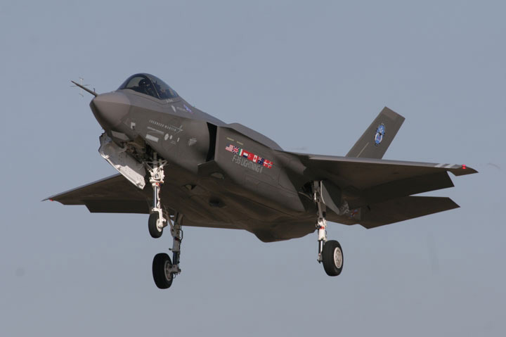 F-35, tutte le bugie del ministro