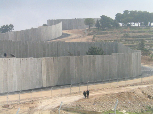 Cinque anni fa la Corte Internazionale di Giustizia condannava il muro israeliano