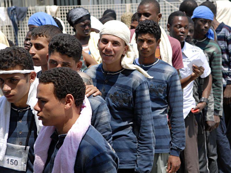 """Il Consiglio d'Europa """"bacchetta"""" l'Italia per la condizione di immigrati e rom"""