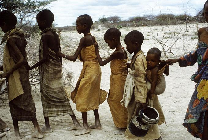 Somalia, decine di migliaia di persone in fuga