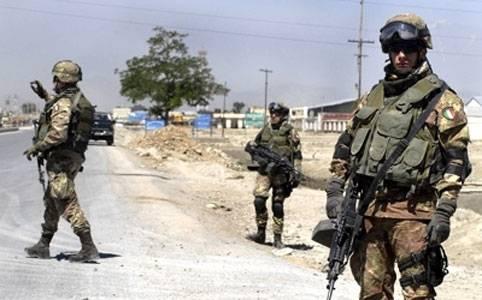 Attentati alla sede Nato a Kabul, i talebani rivendicano la strage