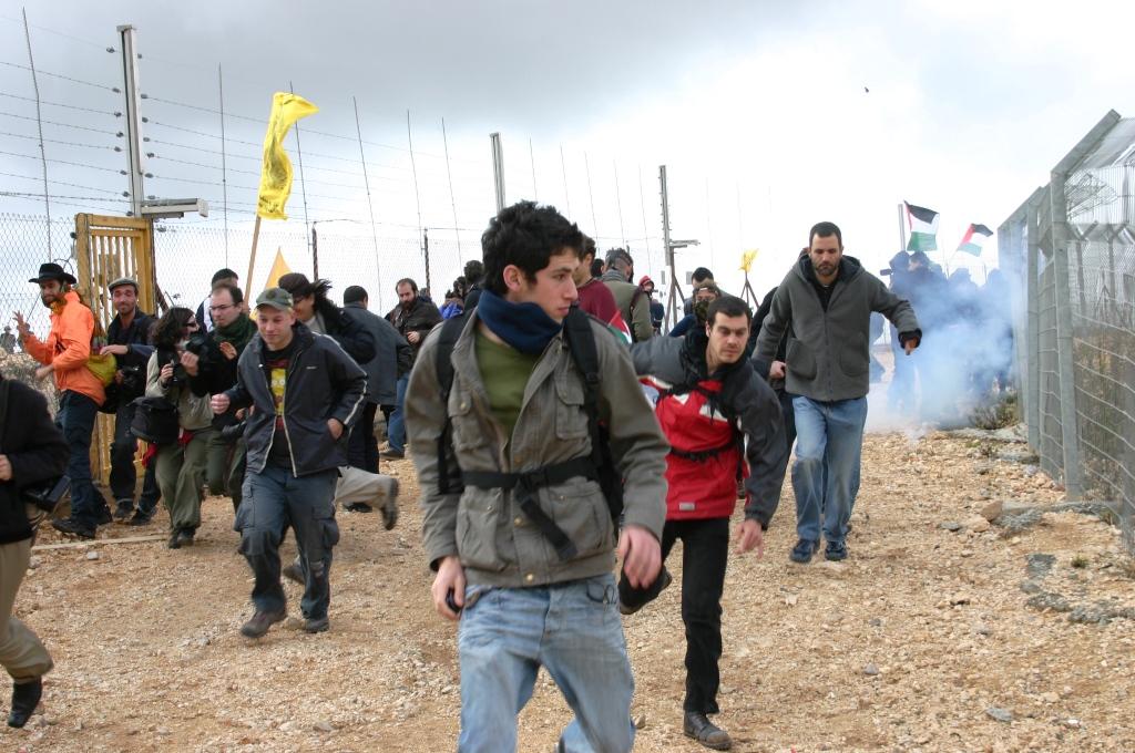 Sotto attacco Bil'in, il villaggio pacifista che resiste al muro di Israele