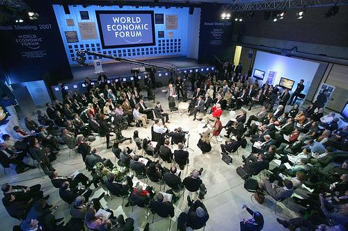 La gente di Davos che discute con se stessa