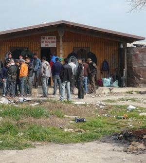 Nella valle del Sele, maxisgombero di braccianti immigrati