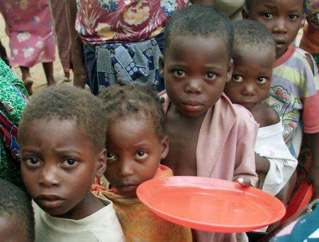 La guerra contro la fame nel mondo vede ancora una volta sconfitti i più poveri