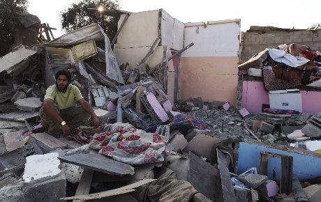 Striscia di Gaza, 5 resistenti uccisi in un bombardamento aereo israeliano