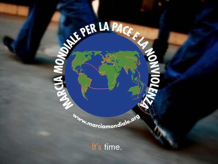 La Marcia mondiale della pace a Trieste, Eurofighter in piazza Duomo a Milano