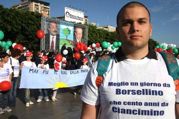 Napolitano: giovani, scendete in campo per cambiare l'Italia