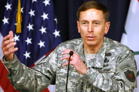 Petraeus cauto sul ritiro dall'Afghanistan nel 2011