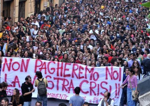 Oggi studenti di nuovo in piazza: per rimettere in piedi il Paese si riparta da noi!