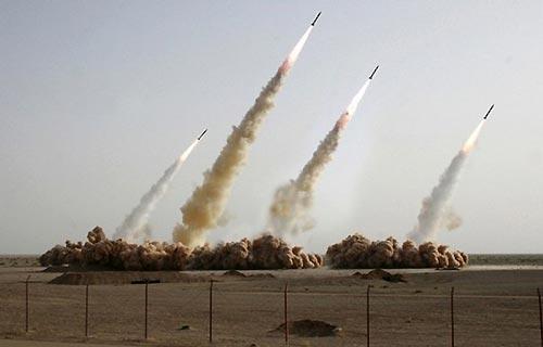 """Iran, testati missili a lungo raggio """"Risposta distruttiva a minacce"""""""