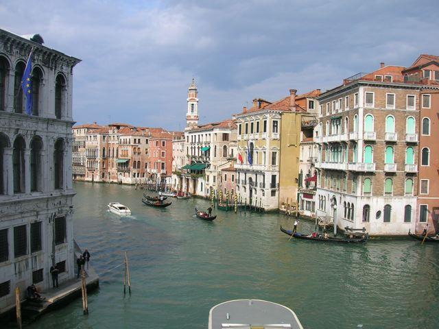 Diritti respinti : Migranti e Richiedenti asilo alla frontiera del porto di Venezia